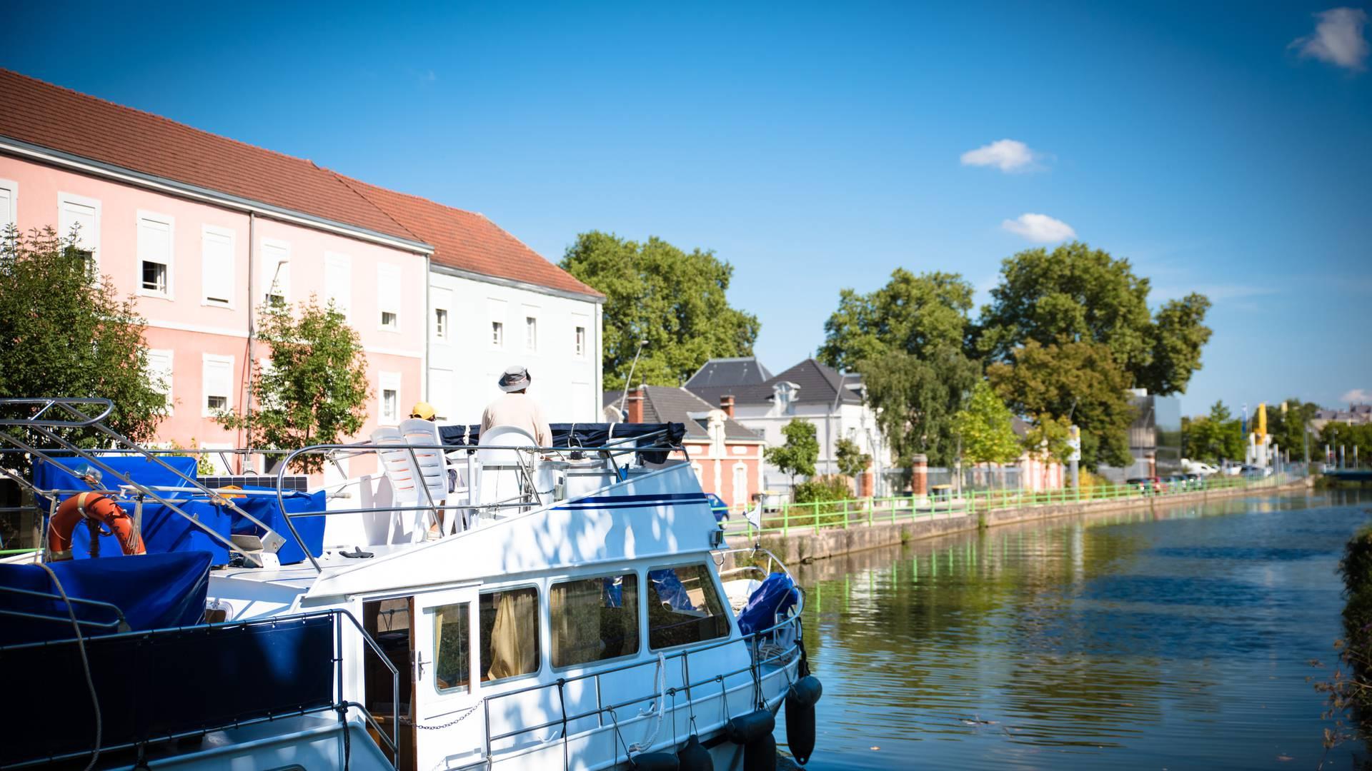 Sur le canal du Centre à Montceau-les-Mines. © Franck Juillot.