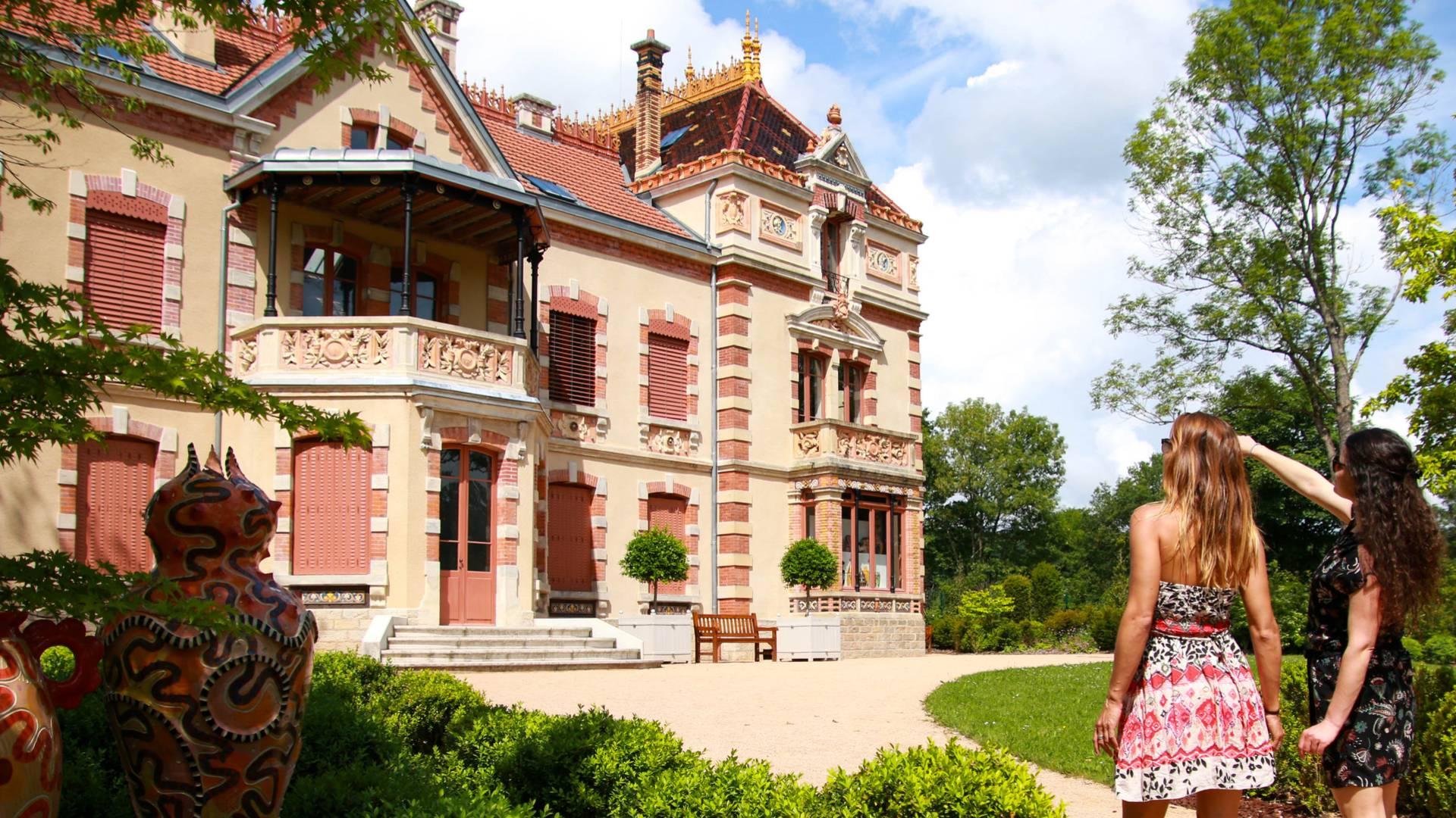 La Villa Perrusson, à Écuisses, au cœur de la vallée de la céramique. © Lesley Williamson.