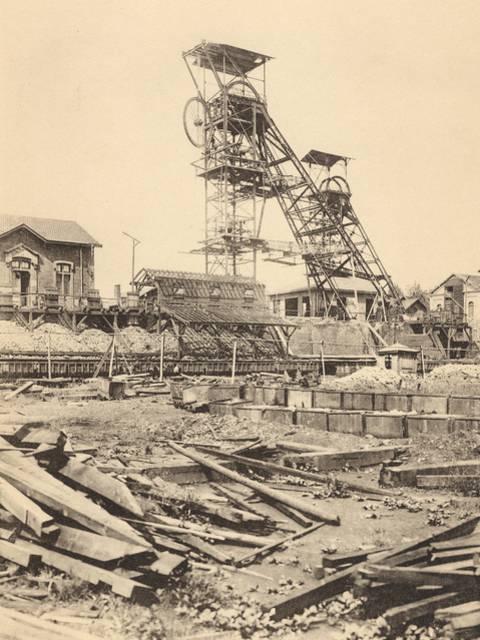 Le chevalement du puits du Magny, à Montceau-les-Mines, en 1903. ©  CUCM, document Écomusée, reproduction D. Busseuil.