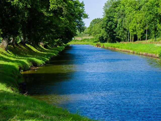 Le canal du Centre à Montchanin. © Franck Juillot.