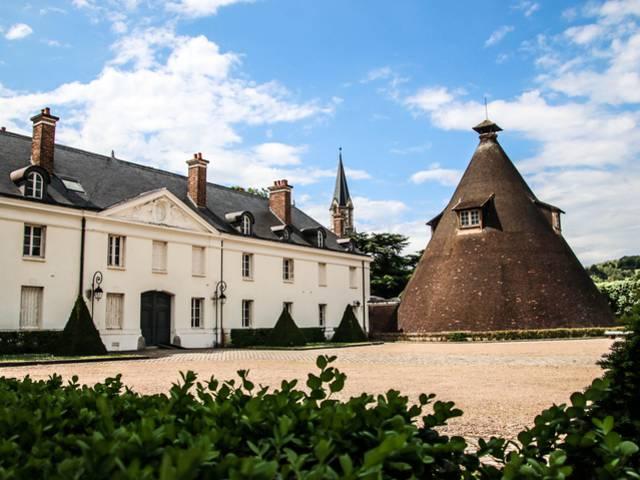 Vue de l'aile ouest du château de la Verrerie, Le Creusot. © Lesley Williamson.