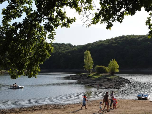 La plage des Patins au lac de Montaubry, Le Breuil. © Bruno Le Hir de Fallois.