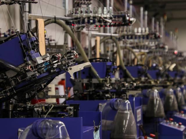 Métiers à tricoter de la Manufacture Perrin, Montceau-les-Mines. © Lesley Williamson.