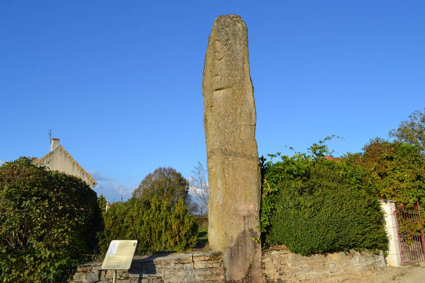 Le menhir de Saint-Micaud. © Creusot Montceau Tourisme.