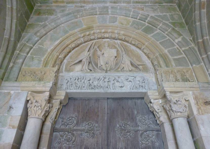 Tympan de l'église de Perrecy-les-Forges. © Creusot Montceau Tourisme.