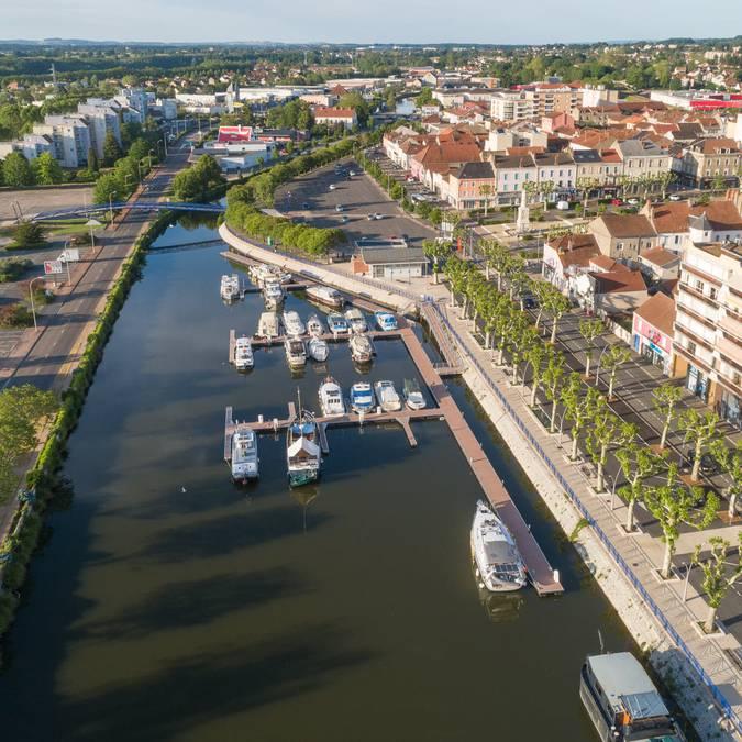 Vue drone du port et du centre de Montceau-les-Mines. © Xavier Spertini.