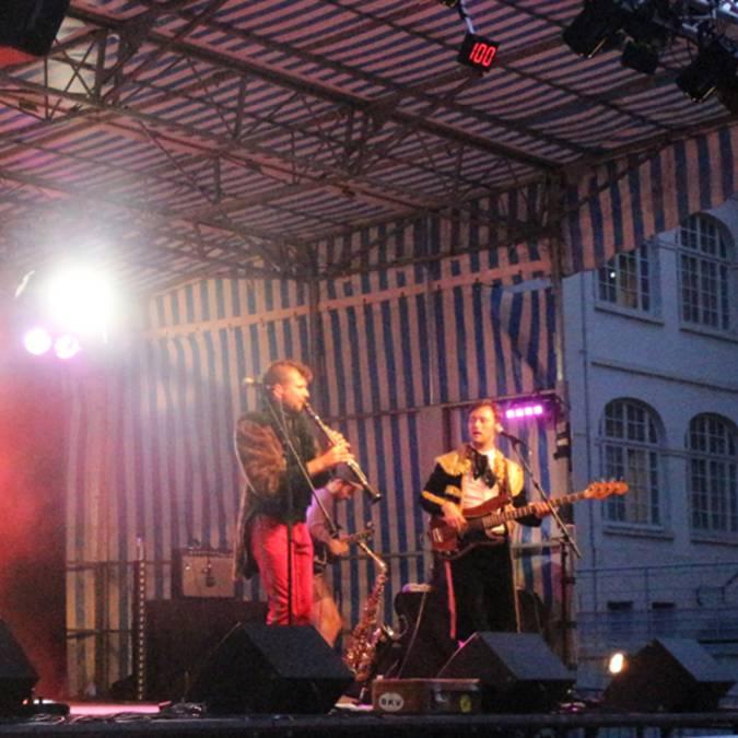 Concert au coeur de ville du Creusot, festival des Beaux Bagages, Le Creusot. © Ville du Creusot, service communication.