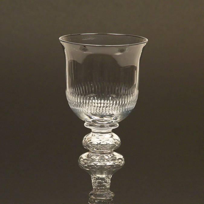 Calice en cristal, Le Creusot, Musée de l'homme et de l'industrie. © CUCM, document écomusée, reproduction D. Busseuil.