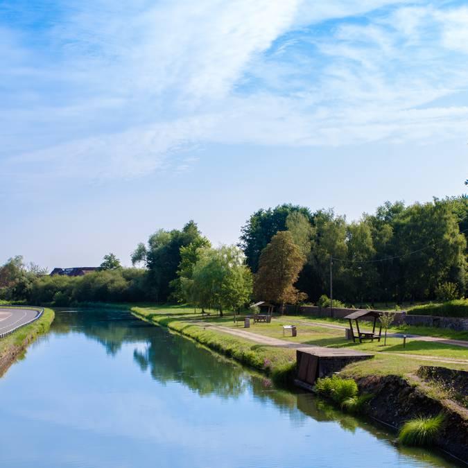 Le long du canal à Génelard. © Franck Juillot.