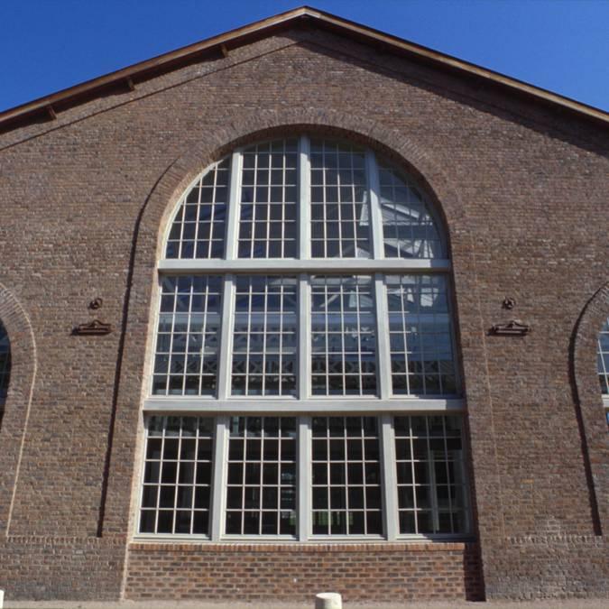 La bibliothèque universitaire du Creusot, ancienne halle industrielle. © CUCM, service Écomusée, cliché D. Busseuil.