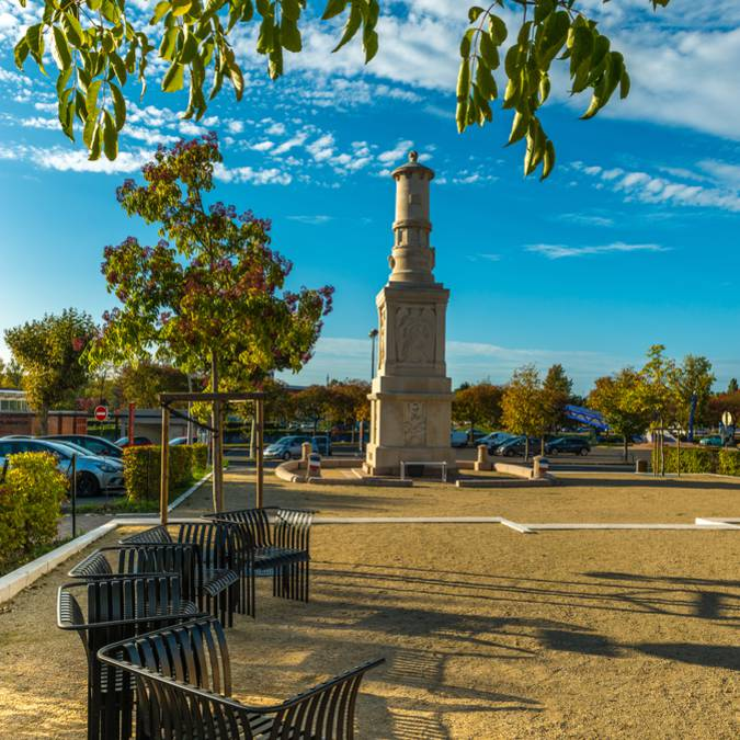 Monument sur la place de l'Église, Montceau-les-Mines. © Oscara Photographe_Creusot Montceau Tourisme.