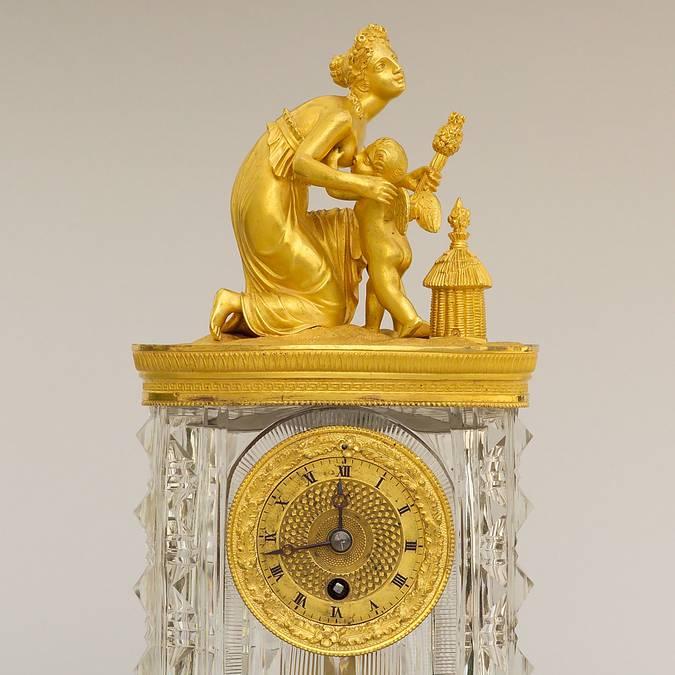 Pendule en cristal et bronze doré, vers 1830, Le Creusot, Musée de l'homme et de l'industrie. © CUCM, document écomusée, reproduction D. Busseuil.