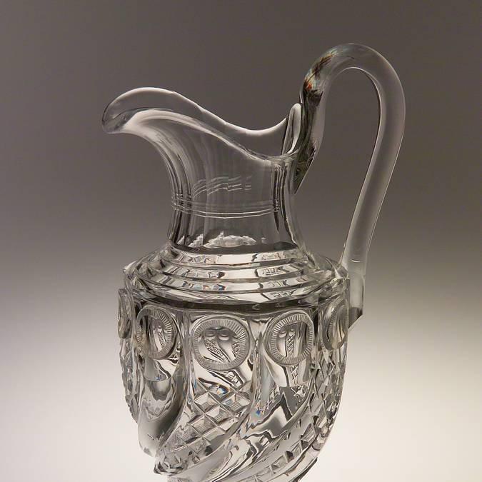 Pot à eau en cristal taillé, vers 1825, Le Creusot, Musée de l'homme et de l'industrie. © CUCM, document écomusée, reproduction D. Busseuil.