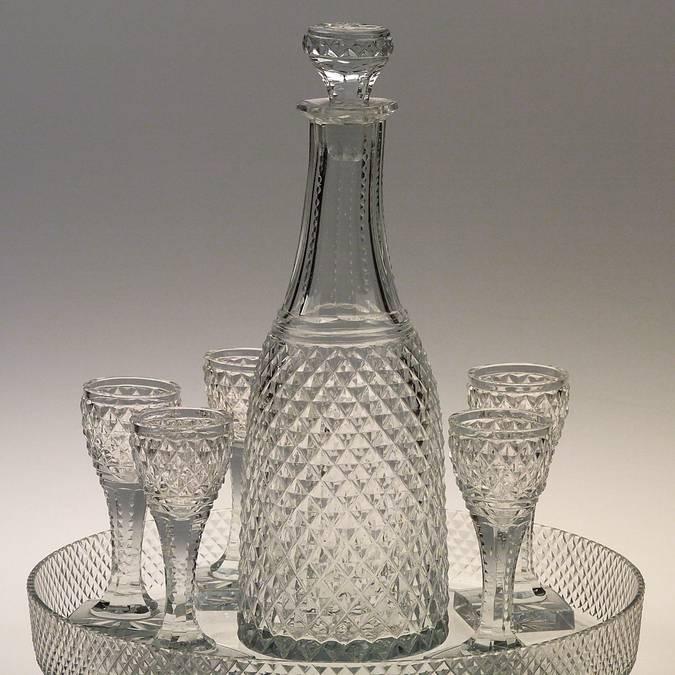 Service à liqueur en cristal, Le Creusot, Musée de l'homme et de l'industrie. © CUCM, document écomusée, reproduction D. Busseuil.