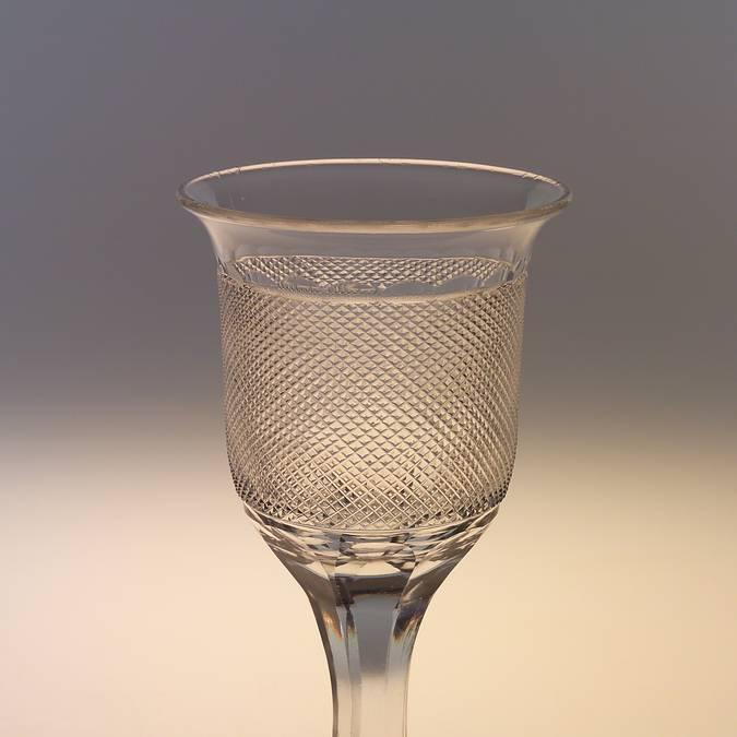 Verre en cristal taillé, vers 1820, Le Creusot, Musée de l'homme et de l'industrie. © CUCM, document écomusée, reproduction D. Busseuil.