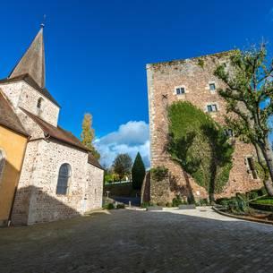 Église et donjon de Saint-Sernin-du-Bois. © Oscara Photograpahe, Creusot Montceau Tourisme.